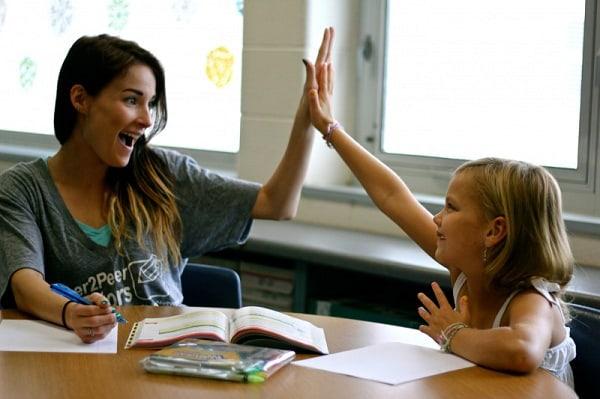 Nên chọn những gia sư là sinh viên biết tạo hứng thú học bài đối với học sinh