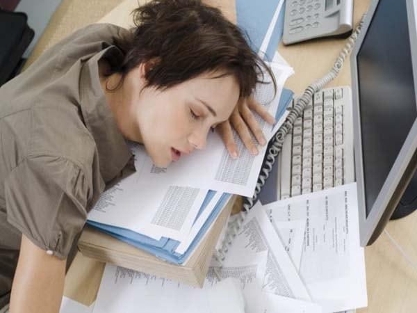 """Lý giải nguyên nhân khiến bạn cảm thấy """"buồn ngủ cả ngày"""""""