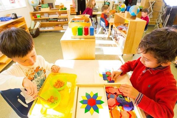 Phân biệt phương pháp Montessori và giáo dục truyền thống 1