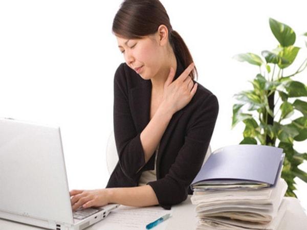 Đau xương khớp là tình trạng nhiều người làm văn phòng mắc phải