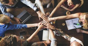 Kỹ năng giao tiếp với đồng nghiệp giúp công việc luôn thuận lợi