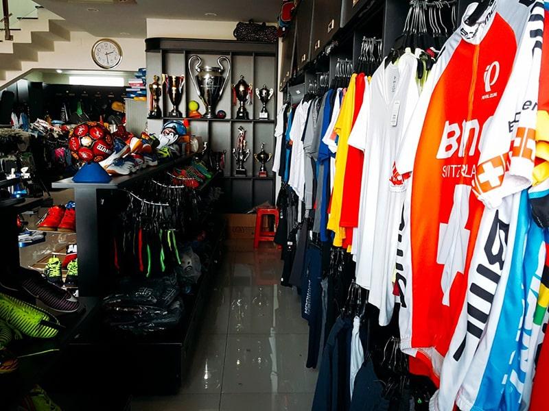 Phong cách hiện đại cùng chất lượng sản phẩm cao góp phần tạo nên hình ảnh của cửa hàng
