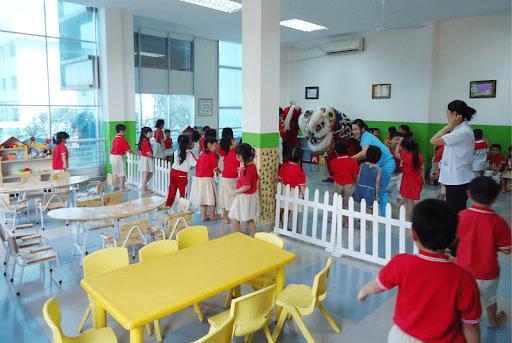 Mở trường mầm non